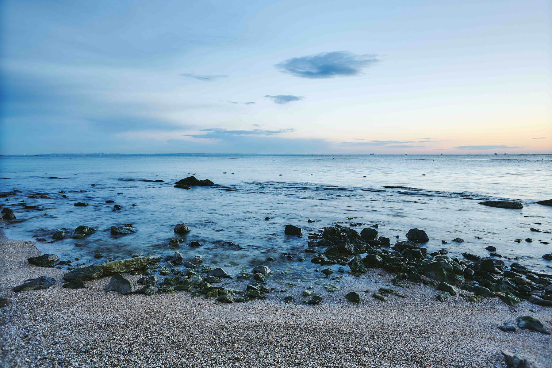 PlateART Duschrückwand mit Motiv Strand und Meer Kiesstrand