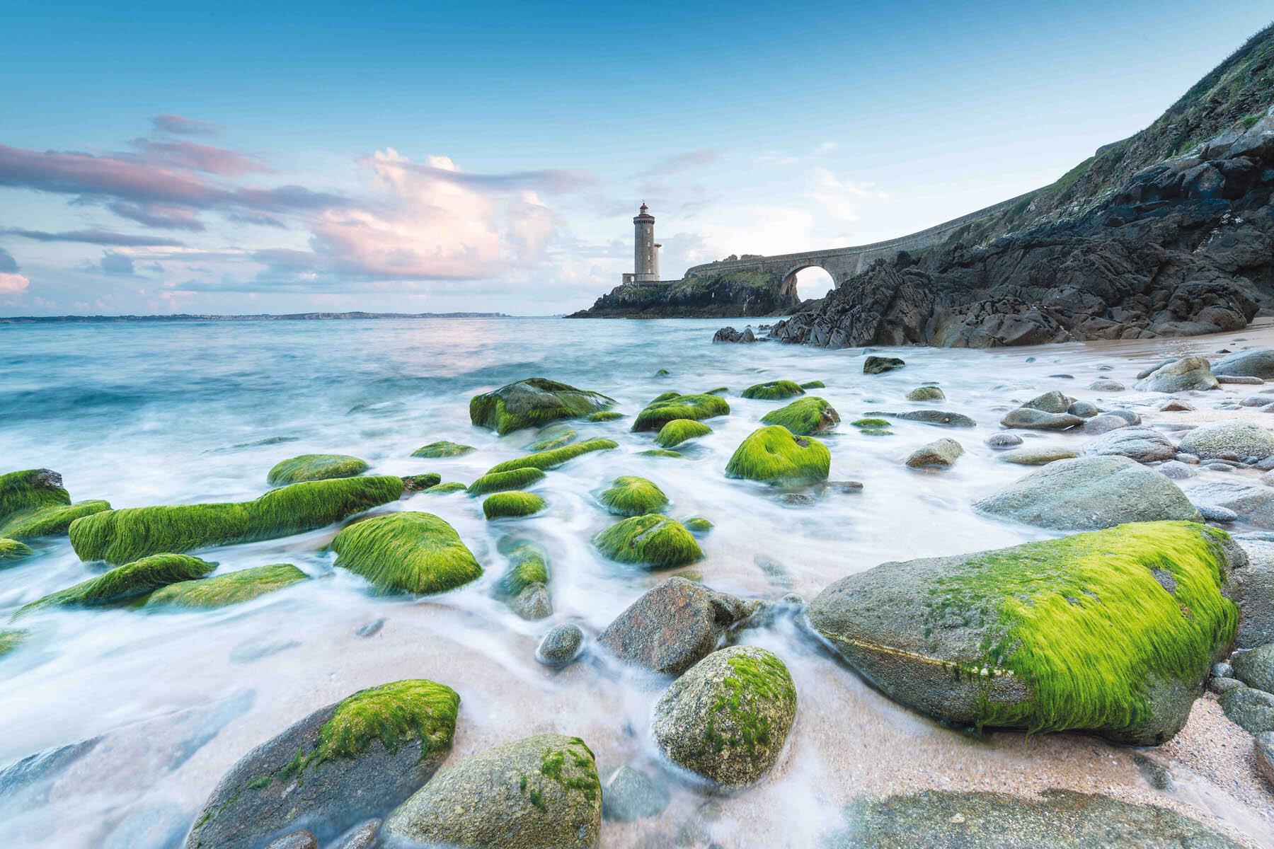 PlateART Duschrückwand mit Motiv Strand und Meer Leuchtturm Bretagne